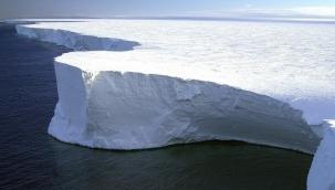 Antarktika'da şehir büyüklüğündeki buzdağı koptu! Dünyanın yeni en büyük buzdağı oluştu
